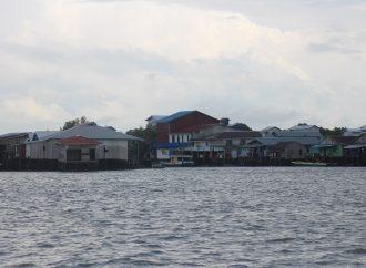 Tias, Potret Kampung Nelayan