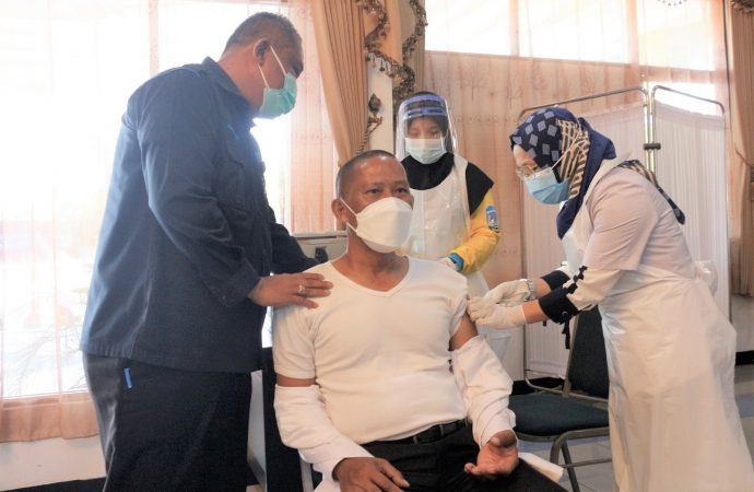 Bupati, Wabup dan Sekda Telah Terima Vaksin Dosis Pertama