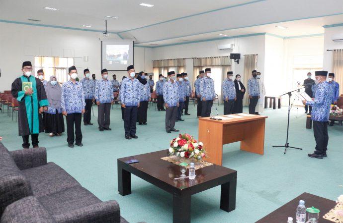 Bupati Serahkan SK Pensiun dan Pengukuhan Pejabat Eselon 3 dan 4